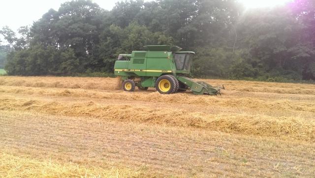 john deere 9500 combining wheat