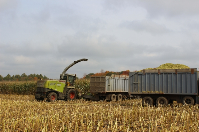 claas 900 switching trucks